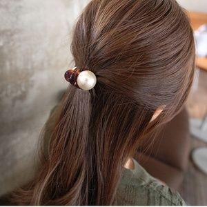Big Pearl Hair Clip - Brown Base